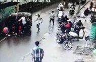 पुणे : स्कूली बच्चों से भरा ऑटो पलटा , 3 बच्चे घायल