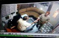 यूपी :  सीसीटीवी कैमरे में कैद हुई दारोगा की यह शर्मनाक करतूत , यह हैं मामला