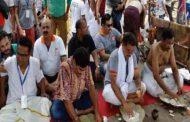 वाराणसी में जिंदा पत्नियों का अंतिम संस्कार और पिंडदान करा रहे हैं उनके पति, ये हैं वजह !