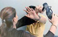 लड़की पर कमेंट करना लड़के को पड़ा भारी , सरेआम हुई चप्पल से पिटाई