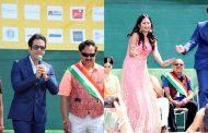 तुषार कपूर के साथ NRI एक्ट्रेस ज्योत्सना शर्मा ने लगाए ठुमके