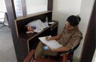 ड्यूटी के दौरान अपनी छह माह की बच्ची को लेकर काम करने वाली महिला कांस्टेबल का हुआ तबादला