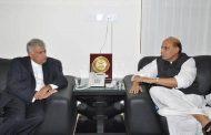 श्रीलंका के प्रधानमंत्री से मिले राजनाथ सिंह
