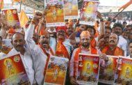 'जय श्री राम' का नारा लगाते हुए अयोध्या पहुंच रहे हैं शिवसैनिक