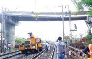पालघर जिला : निर्माणाधीन रेलवे पुल का हिस्सा झुका , वेस्टर्न रेलवे ठप्प , काफी ट्रेने हुई कैंसल