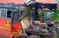 पालघर जिला : बोईसर बाघोबा घाट में ST बस हुई दुर्घटना ग्रस्त ,चालक समेत 4 लोग जख्मी