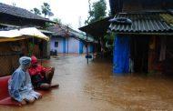 पालघर जिला : पिंजाल नदी का पुल टुटने से टुटा गाँव का संपर्क ,गाँव में पानी घुसने से लोग हुए बेहाल