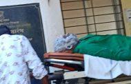 पालघर कलेक्टर ऑफिस में रिक्शा चालक ने आग लगा कर की आत्महत्या की कोशिश ,बचाने गए अधिकारी का भी हाथ झुलसा
