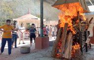 योगी के पिता आनंद सिंह बिष्ट पंचतत्व में विलीन, ज्येष्ठ पुत्र ने दी मुखाग्नि