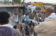 उप्र : औरैया में ट्रक पलटने से 24 प्रवासियों मजदूरों की मौत, 38 गंभीर रूप से घायल
