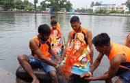 नम आँखों से भक्तों ने की गणपति बप्पा की बिदाई